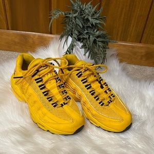 Nike: Youth Air Max Yellow Black NYC Taxi Lace Up Mesh Tennis Shoes Sneakers 4.5